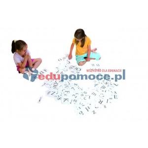 Zestaw kartoników z literami i znakami